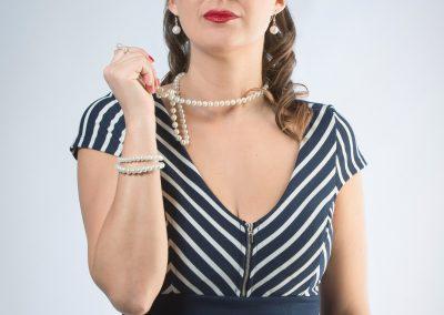Mädchen mit einer Perlenkette