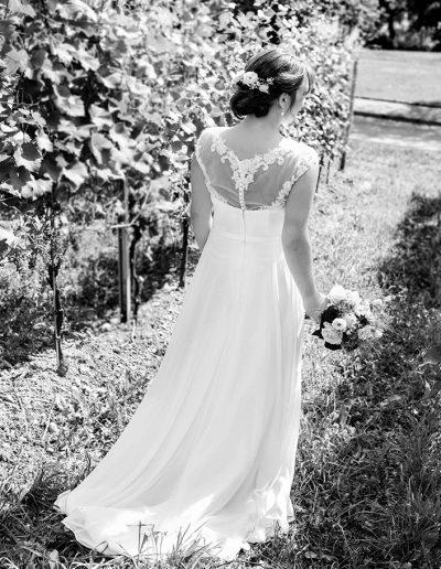 Anna Glad Hochzeitsfotograf Brautshooting Hochzeitskleid Weinberge Bodensee Meersburg