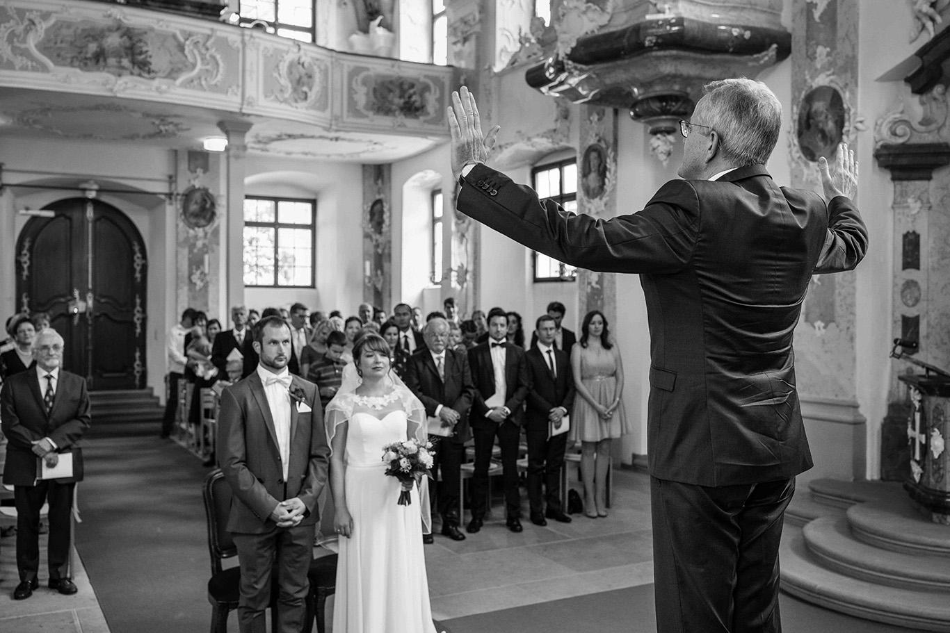 Anna Glad Hochzeitsfotograf Hochzeit Trauung schwarz-weiss Meersburg Schlosskirche