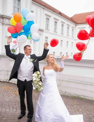Luftballons wedding people photography couple Brautpaar Standesamt