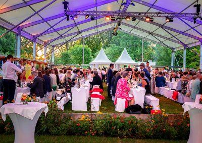 Konstanz_Sommernacht_der_Wirtschaft_Wirtschaftsball_2019_Fotograf_Anna_Glad_Gäste_Tische